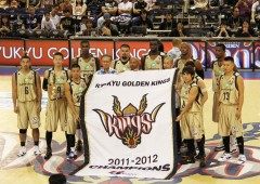 A ceremony was held at the beginning of Saturday's game to honor the Golden Kings for the 2011-2012 Championship.