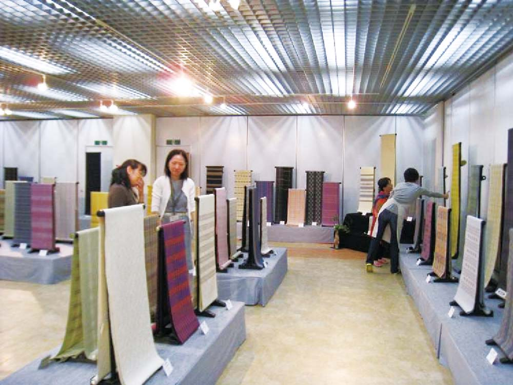 Exhibition Stand Textile : Shuri textiles showcased at tembus hall japan update