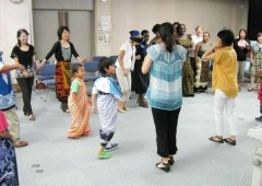 Children and mothers getting an idea of African dances.