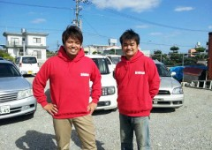 Shin Inafuku (left) and co-owner Toyoatsu Ikehara are confident that they have the keys to satisfied customer relationships in thei Oki=Usedcar.com business.