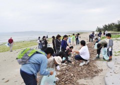 The first 90 minutes of the day is dedicated to cleaning a local beach.