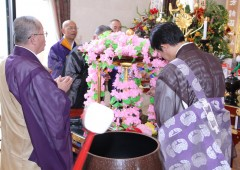 The flower festival in Jintoku Temple celebrates the birthday of Shaka.