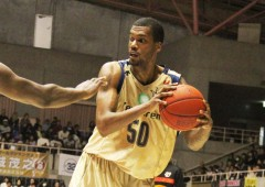 Jeff Newton returned to the court for weekend games after a month long hiatus after a knee injury followed by a surgery.
