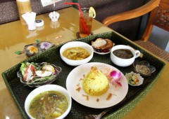 Sama Sama lunch costs a reasonable 980, and includes curry, soup, salad, rice and soft drink.
