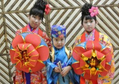 Dressing in traditional Okinawan costume for a photo-op is also included.