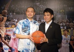 Ryukyu Golden Kings General Manager Tatsuro Kimura (left) and new Head Coach Tsutomu Isa.