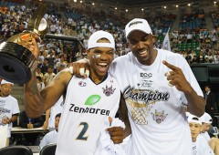 Victory is sweet! Draelon Burns (#2) and Kibwe Trim are all smiles after winning the bj-League Season 2013-14 Championship trophy. (Photo Junya Nashiro)