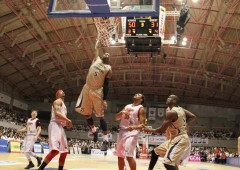 Anthony McHenry sinks one more as the Kings gave Hamamatsu a thorough rubbing in the weekend bj-League semifinal match.