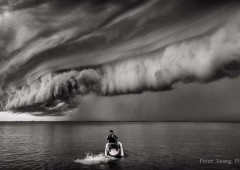 Passing rain fronts can create quite dramatic scenes over the ocean. (By Peter Leong Photography)