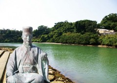 Noguni Soukan, a Kadena-born civil servant of the Ryukyu Kingdom who introduced sweet potato from China to Okinawa, and Hija River flowing through the town, are both enduring symbols of Kadena Town.