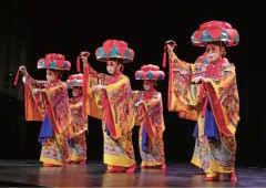 Ryukyu dance and music once played at the royal court of the Ryukyu Kingdom fills OIST auditorium on Nov. 16th.