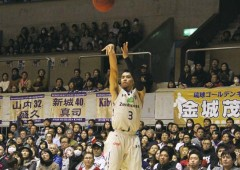 Narito Namizato led the scoreboard for the Golden Kings Saturday with ten points. Kings won the game 75-54.