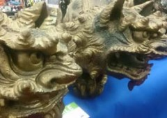 Fierce looking shisa are ready to protect the house.