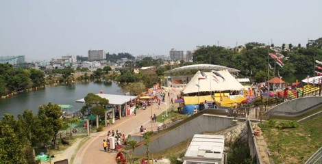 Most of the festival activities concentrate around the pond at the center of the park.