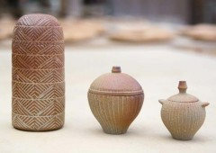 The exhibition displays best pieces from Yomitan Kitagama kiln collection.