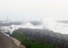 Typhoon Sanba in 2012 shows its power at Kitamae seawall.