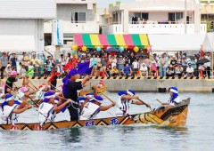 Itoman Haarii, which is is always held on June 4th of the Lunar Calendar at Itoman Fishing Port, attracts large crowds from all over the prefecture.