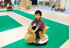 Everything at the Makeman summer holiday amusement park is made of cardboard. The program also includes workshops that teach how to make things from cardboard without the use of glue or scissors.