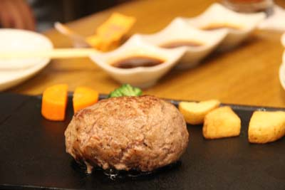 Hamburgers made of high-class Japanese Wagyu beef are also on the menu.