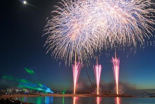 The annual Ocea Expo Park Summer Festival features the biggest fireworks display on Okinawa with more than 10,000 pyrotechnics exploding over the Emerald Beach in the Expo Park in Motobu.