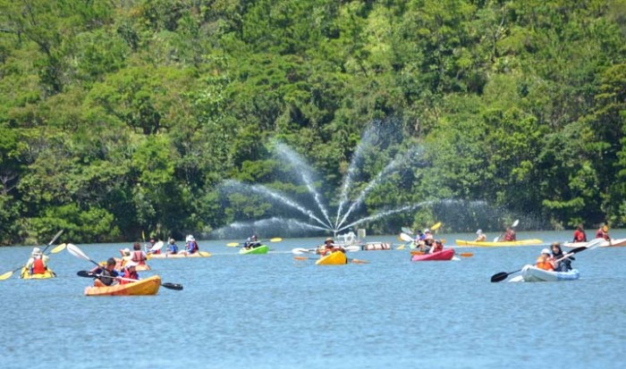 The dam is an excellent place for leisurely canoeing for a nominal fee of ¥500 during the festival.
