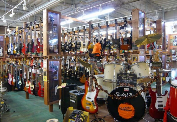 Manga Shoko has a very large selection of pre-owned musical instruments.