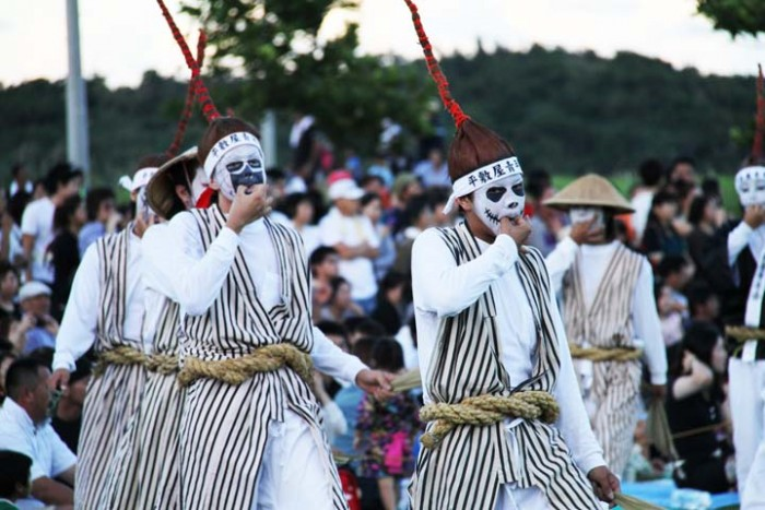 Another group of Obon-time Eisa dancers is performing to entertain the spirits.