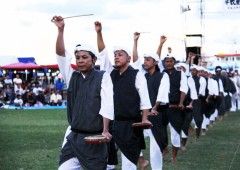 Uruma Eisa group is famous for using only small parlankuu drums.