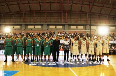 Tokyo Toyota Alvark and Ryukyu Golden Kings pose for a picture before last year's game.