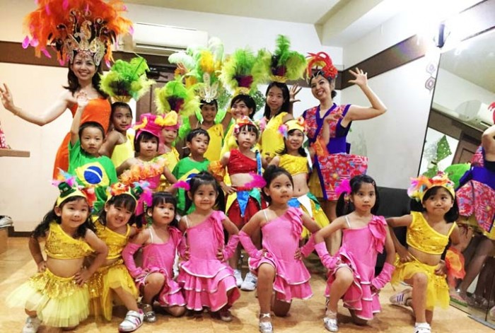 A children's samba group instructed by Miyagi Sisters perform starting 15:20.