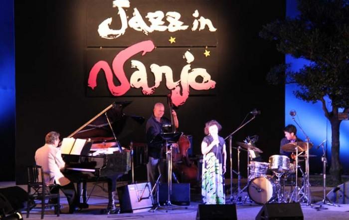 Hidefumi Kamura Trio will accompany Sumiko Yoseyama on stage.