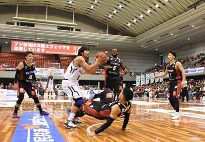 Shigeyuki Kinjo in offense.