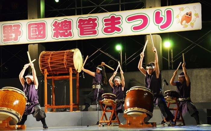 Taiko drum performance by Kadena Town Youth Association.