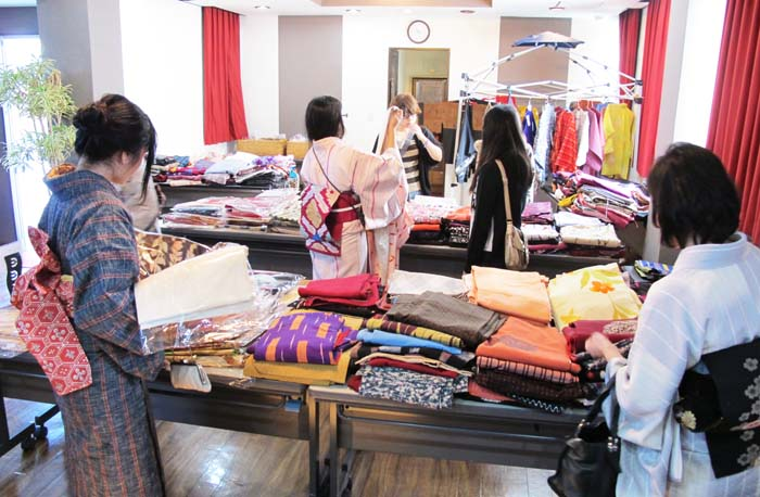 Kimono shop Kimonobana has a pre-owned kimono bargain sale at Ginowan Marine Support Center on Nov. 7th.