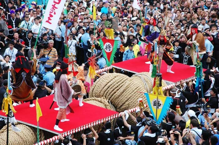 Let the pull begin; the halves of the giant rope have been joined and both sides wait for the sign to star the contest pitting east against west at Naha Giant Tug-of-War.