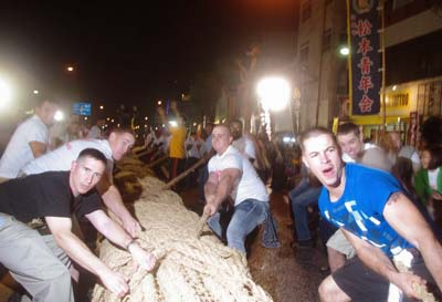 Although the rope is smaller, the tug-of-war is as intense as in Naha.