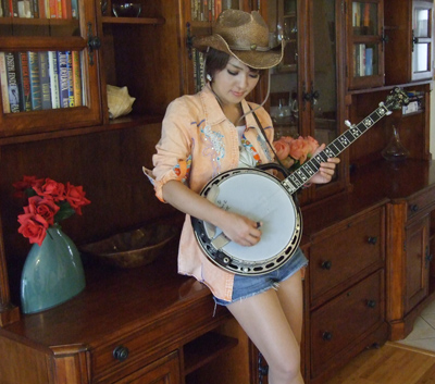 Banjo Ai has played banjo since first seeing it in a TV show in 2012.