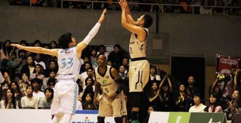 Sjuhei Kitagawa throws as Anthony McHenry (#5) keeps watch.