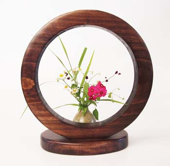 A studio called Kiboriya combines woodwork and natural objects to create unique items.