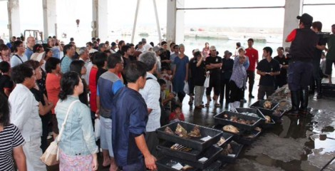 Oujima fish market attracts large crowds.