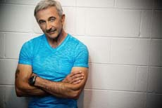 Country star Aaron Tippin is on stage on both days at 19:00.