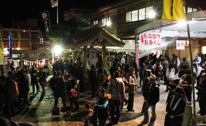 Crowds wait for the midnight in front of the Futenma Shrine on Dec. 31st.