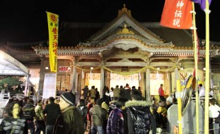 Futenma Shrine always has large crowds during the New Year.
