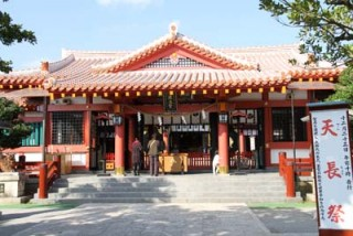 Naminoue Shrine in Naha is the most popular site for people to visit during the New Year.