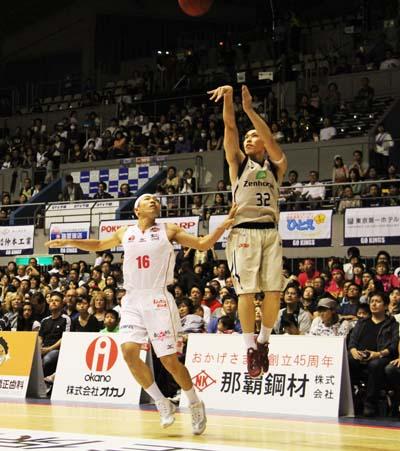 Morihisa Yamauchi aims to score.