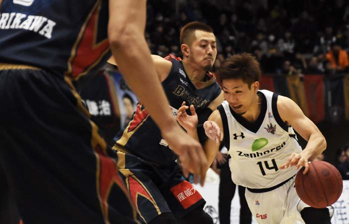 Ryuichi Kishimoto in a tight place.