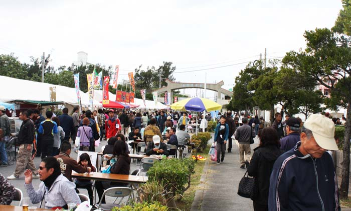 Uruma City is known for its agricultural specialty products and the weekend fair offers plenty of opportunities to sample them.