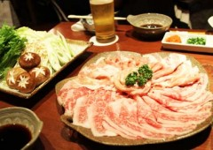 Momogami Shabu-shabu set offers as much pork and beef as you can eat in 90 minutes.