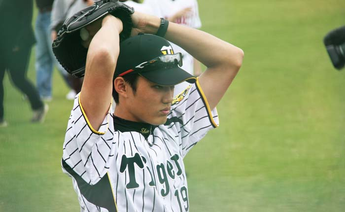 Hanshin Tigers' ace pitcher Shintaro Fujinami will train with the rest of the team at Hanshin Tigers' Spring Camp in Ginoza.