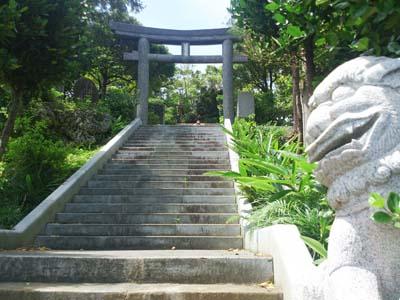 Stairs lead to a torii gate and entrance to Akainko's shrine.